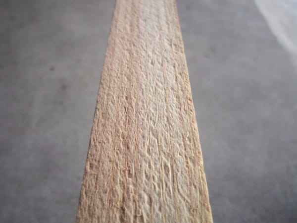 杉小割:プレーナー加工前の画像です。